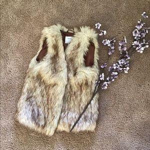 👑Host pick!👑Girls faux fur vest